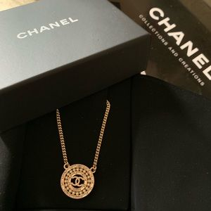 NWT Chanel pendant necklace